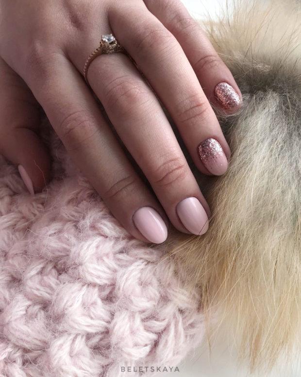 новогодний маникюр на короткие ногти: розовый блестки