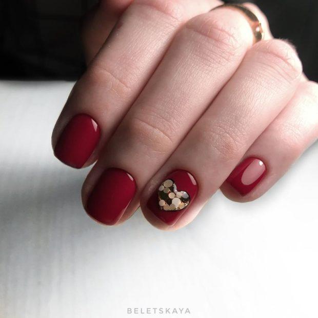 новогодний маникюр на короткие ногти: красный сердце