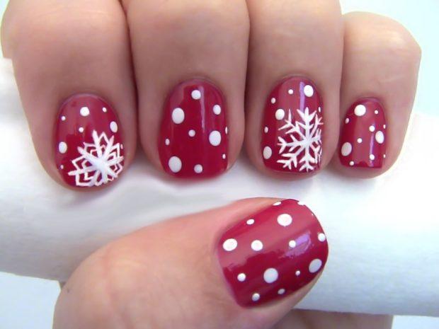 дизайн ногтей на новый год 2019: красный со снежинками