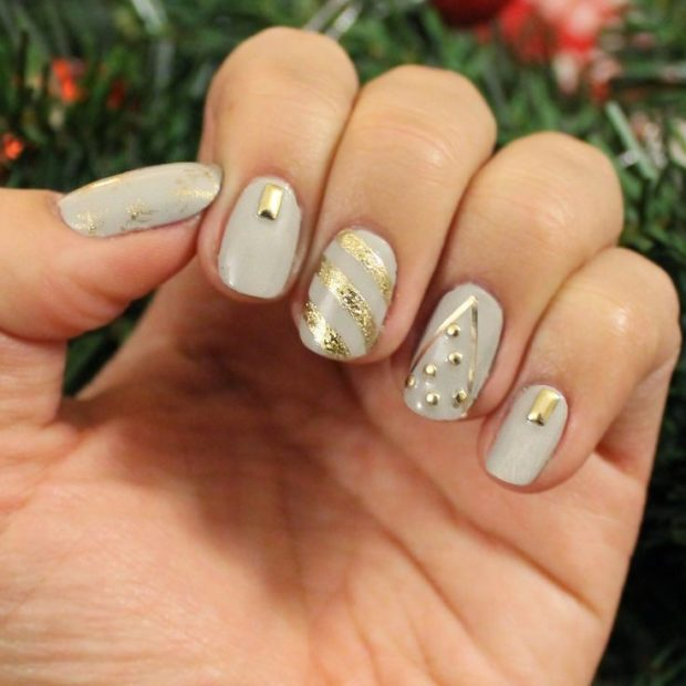 дизайн ногтей на новый год 2019: светлые ногти золотые рисунки