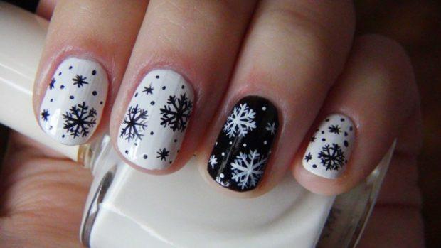 дизайн ногтей на новый год 2019: черно-белые ногти снежинка