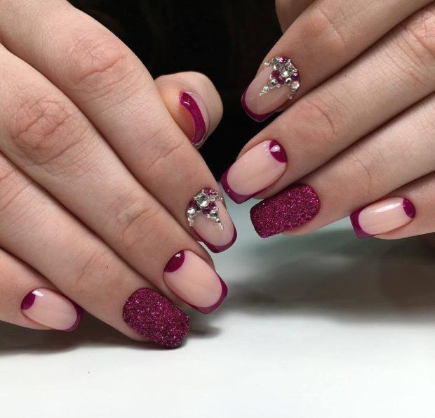 дизайн ногтей на новый год 2019: французский бордовый с бежевым