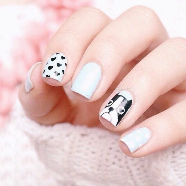 дизайн ногтей на новый год 2019: белые ногти черные сердечки мордашка собаки