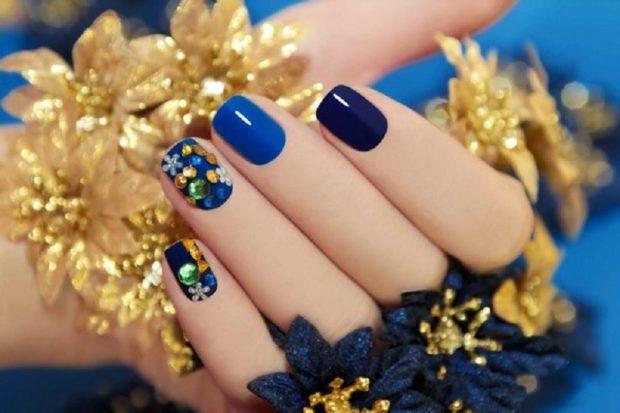 новогодний маникюр: синий с камнями