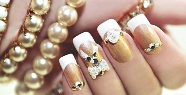 маникюр французский с золотым с камнями и бантом