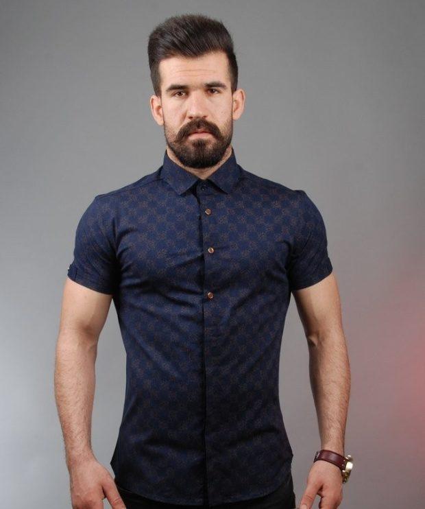 черная рубашка короткий рукав золотые вензеля