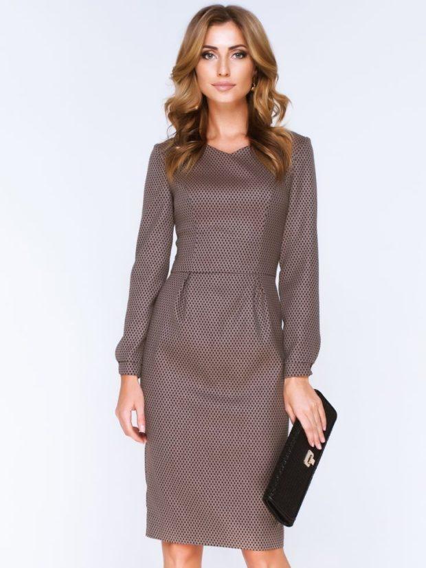 офисные платья: коричневое рукава длинные фонариками