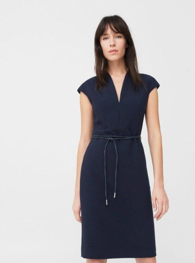 офисные платья: черное с коротким рукавом прямое