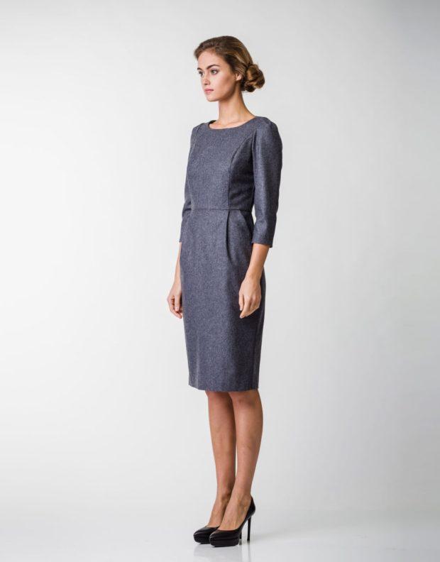 офисное платье 2019-2020: серое прямое с пояском рукав 3/4