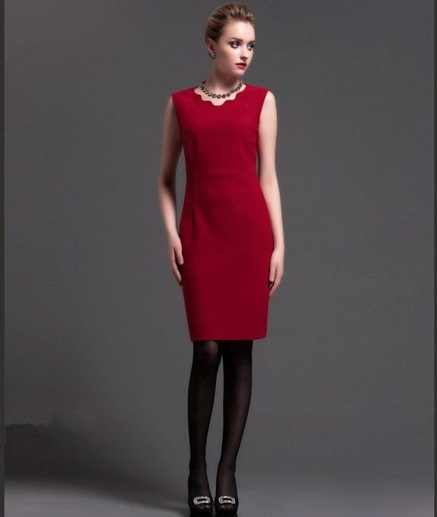 офисные платья: красное футляр без рукава