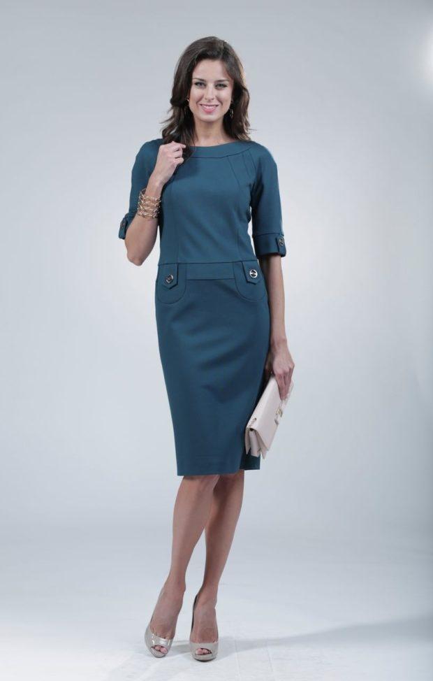 офисное платье зеленое рукав 3/4 с декором миди