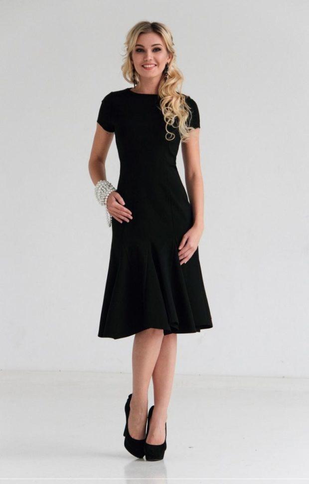 офисное платье черное воланами рукав короткий