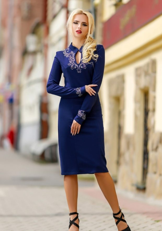 платье для офиса синее длинный рукав с вышивкой