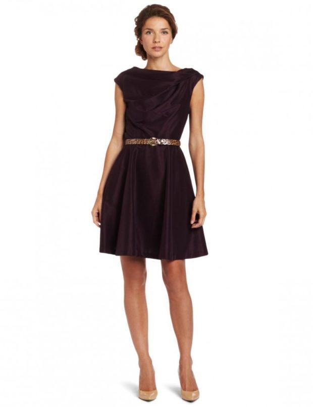 платье а-силуэт коричневое без рукава под пояс