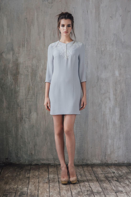 офисное платье серое рукав 3/4 короткое