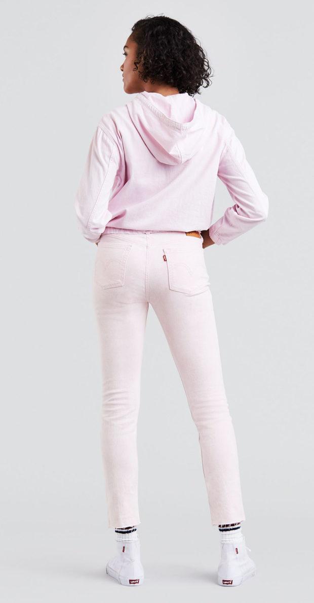 розовые джинсы с чем носить фото