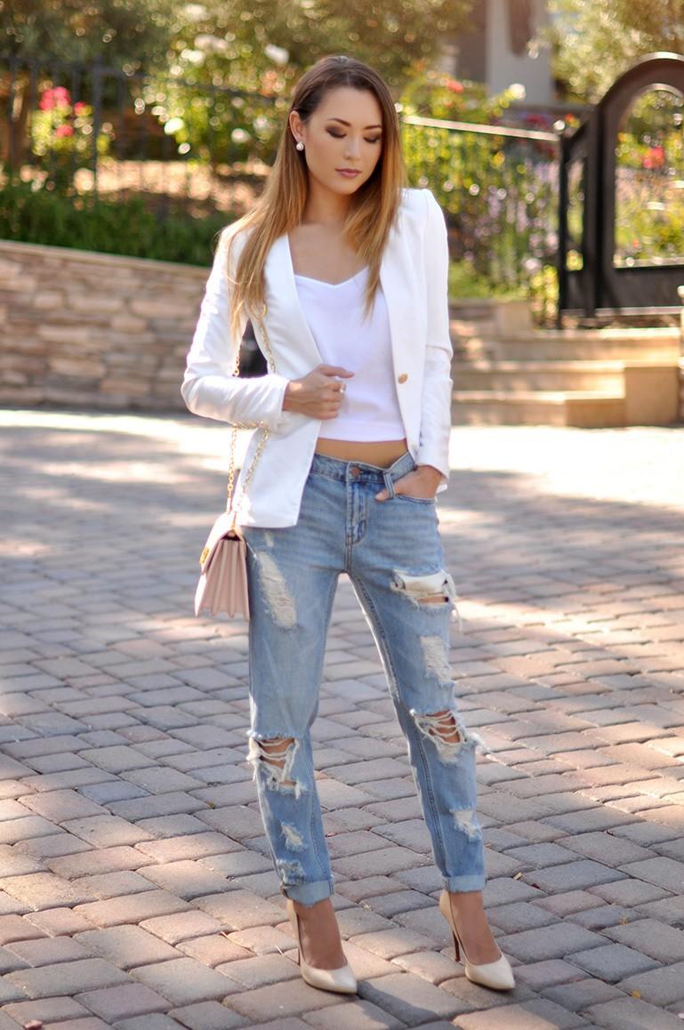джинсы под белый пиджак классика