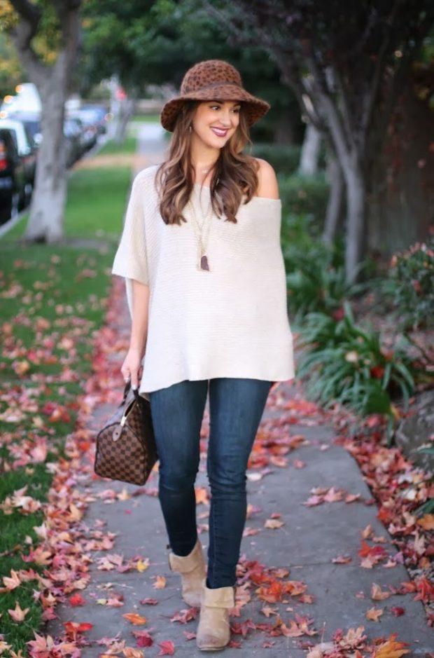 с чем носить джинсы: под свитер белый объемный