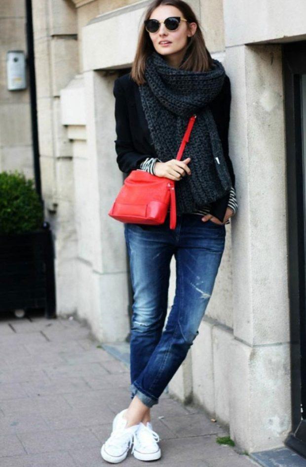 с чем носить джинсы: под свитер черный оверсайз