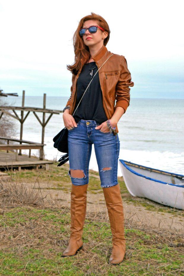 сапоги коричневые высокие под джинсы куртку в тон