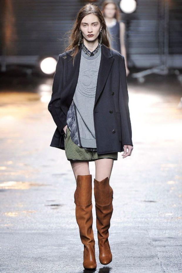 сапоги высокие коричневые под пальто короткое