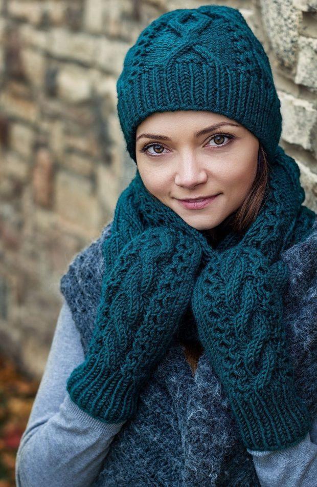 Шапки и шарфы осень зима 2019 2020: рукавички зеленые крупная вязка