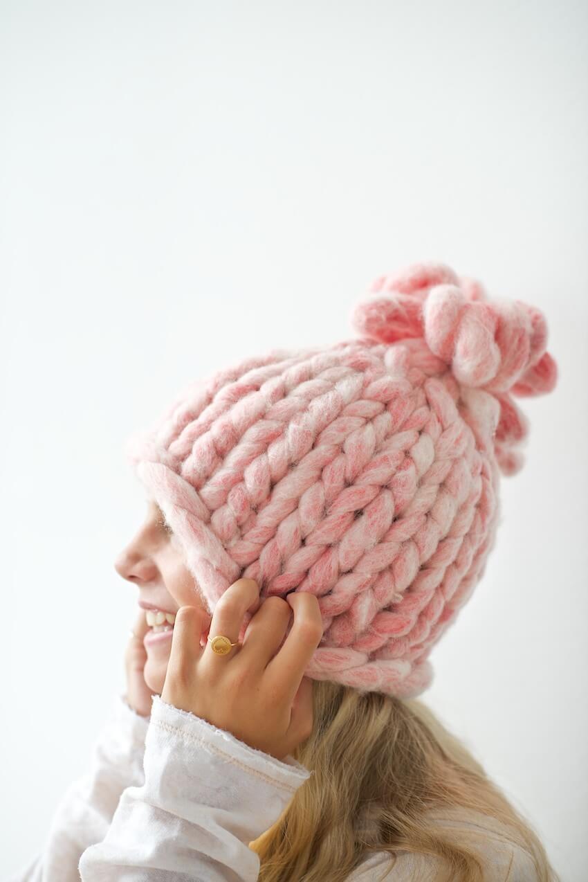 шапка вязанная розовая крупная вязка