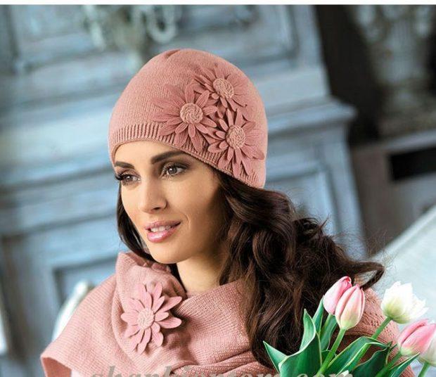 Шапки и шарфы осень зима 2019 2020: с цветами в тон