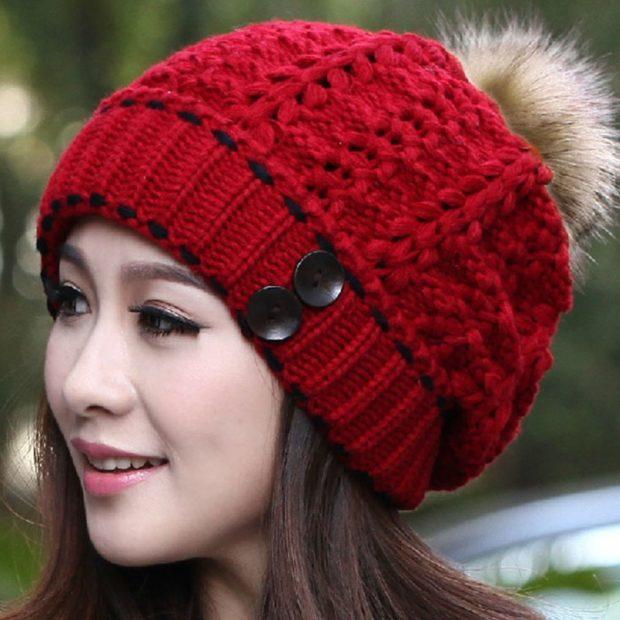 шапка вязанная красная с меховым бубоном