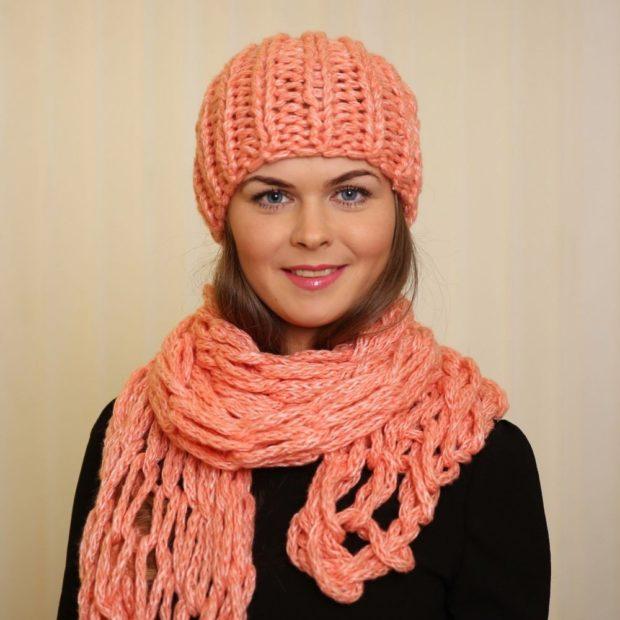 крупная вязка шапка шарф светло-персиковый