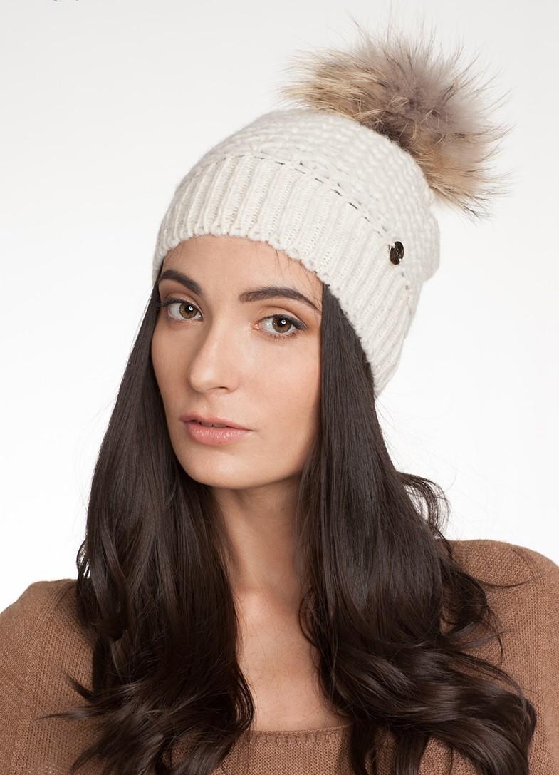 шапка с помпоном меховым светлая