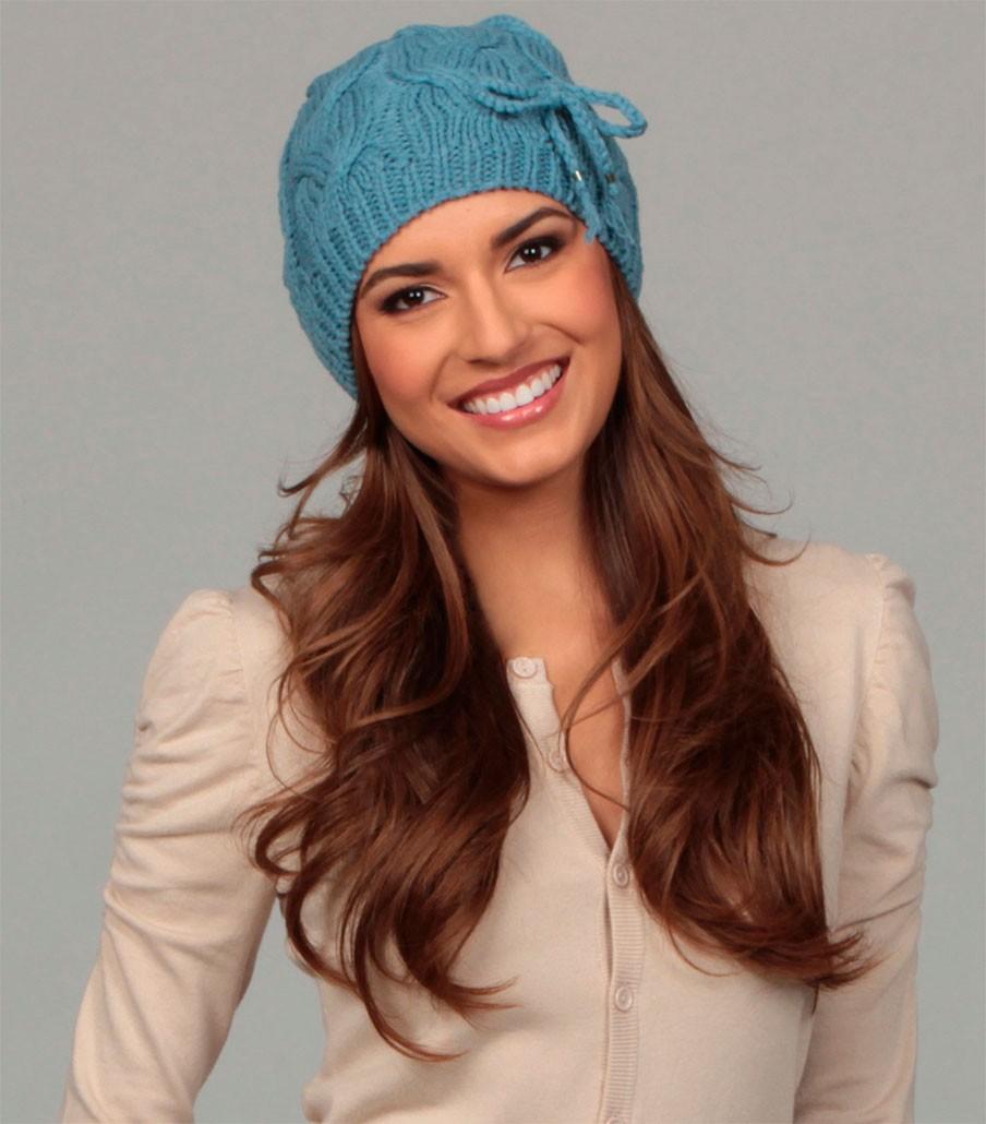 шапка голубая с вязаным бантиком