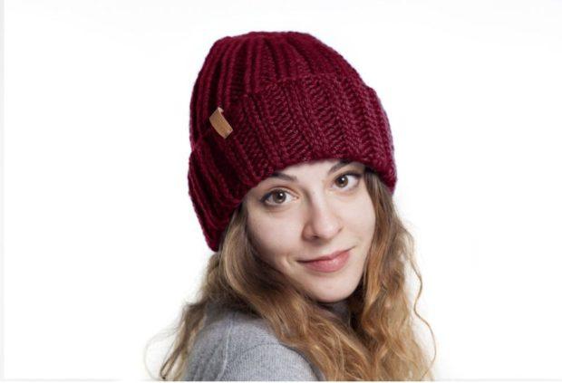 шапка с отворотом бордовая