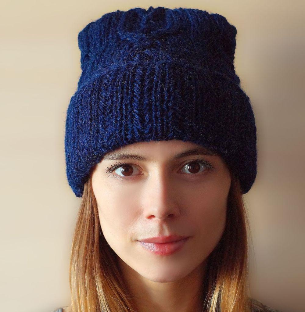 шапка с отворотом синяя вязаная