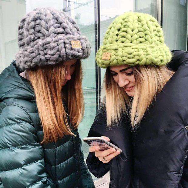 шапки с отворотом крупная вязка серая салатовая