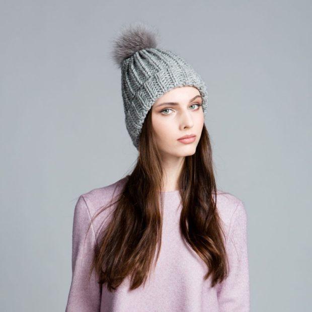 шапка серая крупная вязка с помпоном