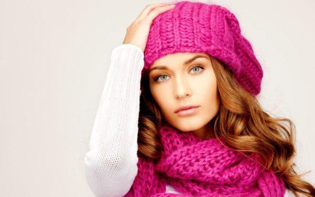розовая шапка шарф в тон крупная вязка