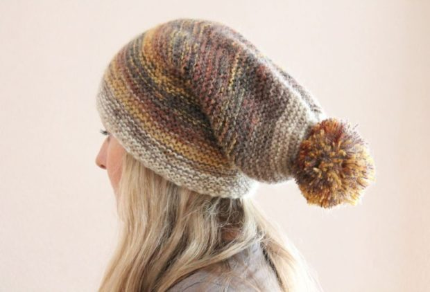 шапка вязанная цветная с бубоном