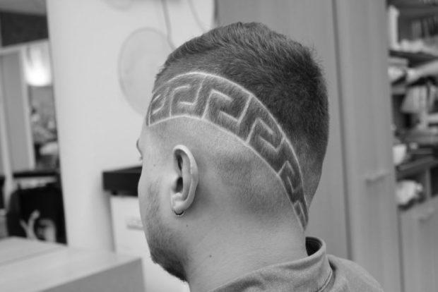 модные мужские стрижки: узоры на голове слева