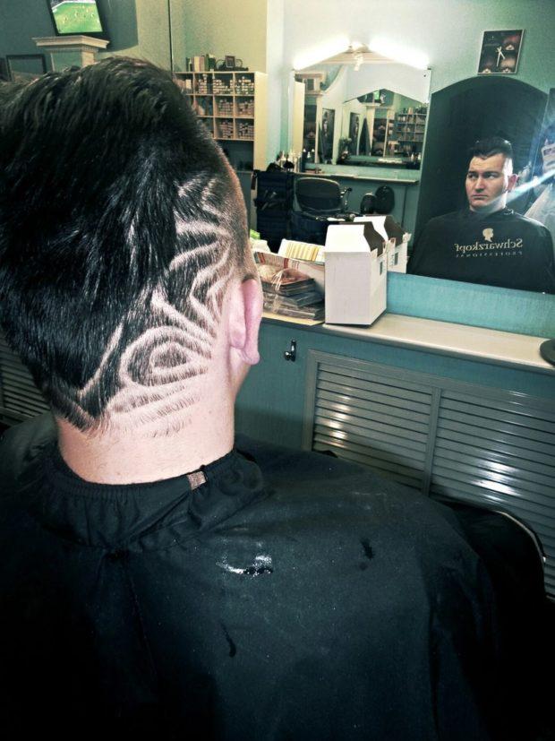 модные мужские стрижки: выбритые узоры головы от виска к затылку