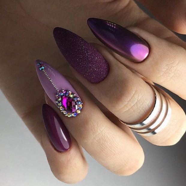 маникюр новый год стразы: фиолетовый