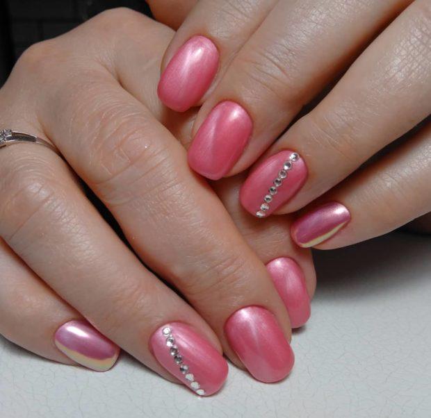 новогодний дизайн ногтей: со стразами розовый