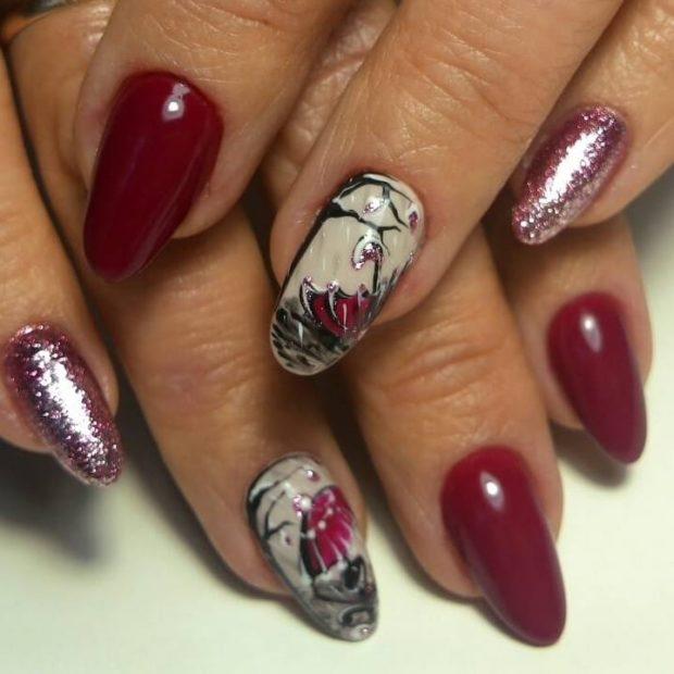 новогодний дизайн ногтей: со стразами бордовый