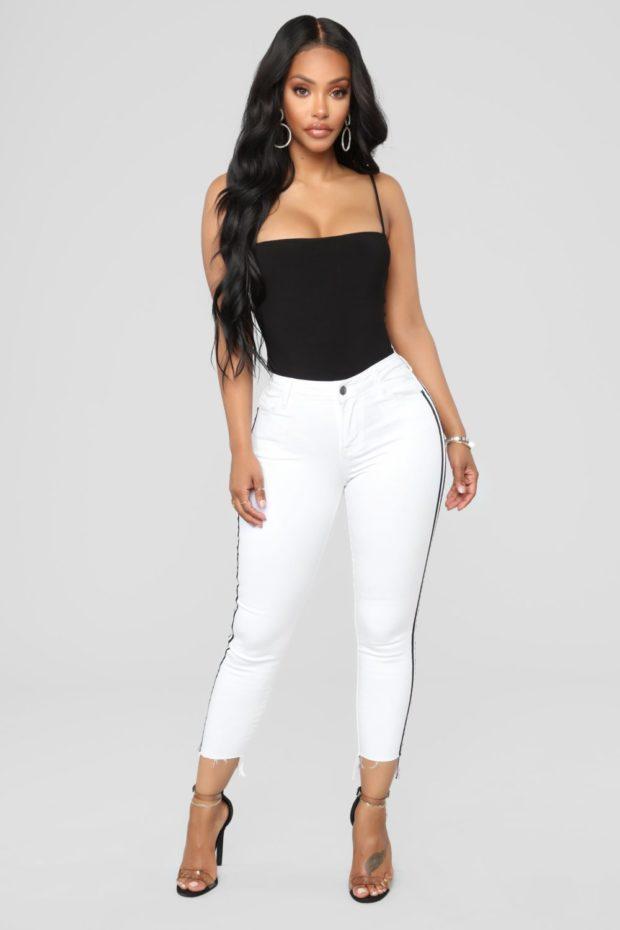 джинсы с лампасами 2018-2019: белые с черными полосами