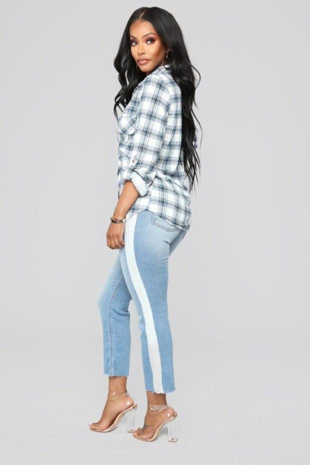 женские джинсы: с лампасами голубые с белой полосой