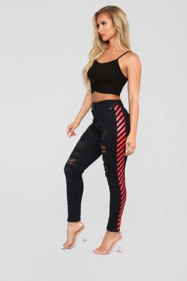 женские джинсы: с лампасами черные с красными полосами