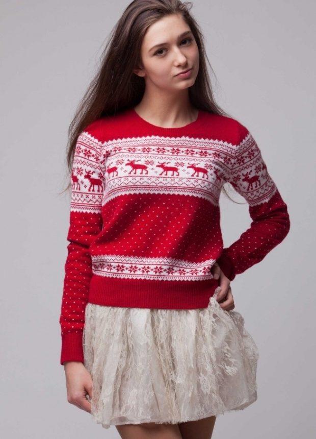 свитер с оленями красный с белым