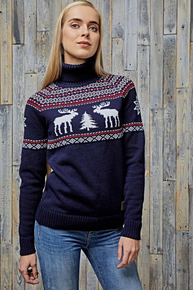 синий свитер с орнаментом и оленями