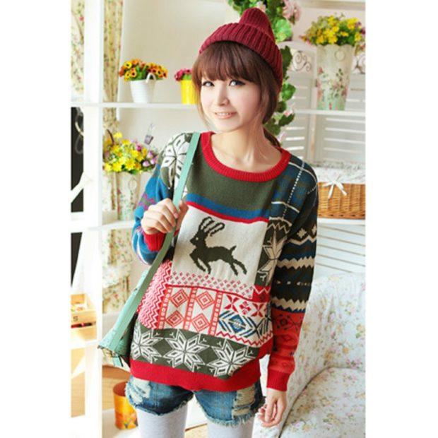 зеленый с красным свитер с оленем и снежинками