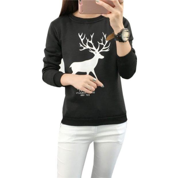 черный свитер белый олень